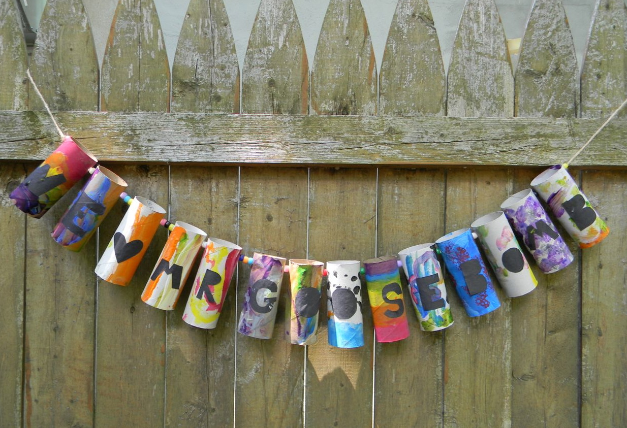 For our goosebomb a recycled father 39 s day garland a for Recycled room decoration crafts
