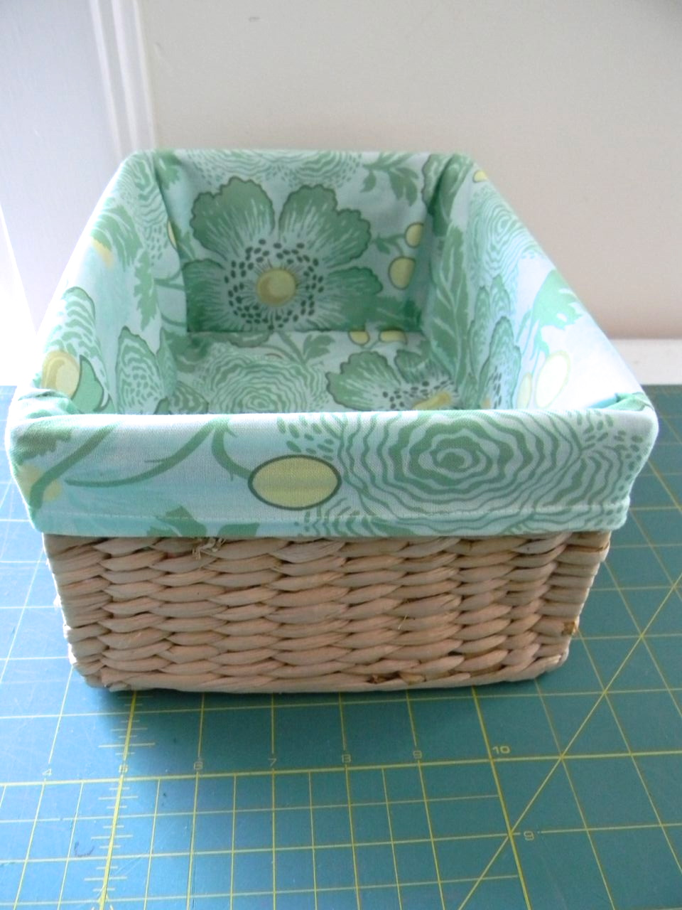 How to :: line baskets with fabric - A HAPPY STITCH