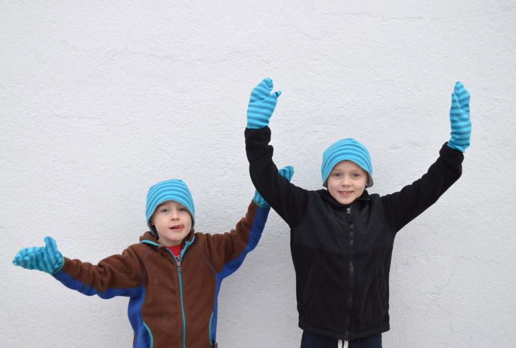 wahoo! hats and mitts from a happy stitch
