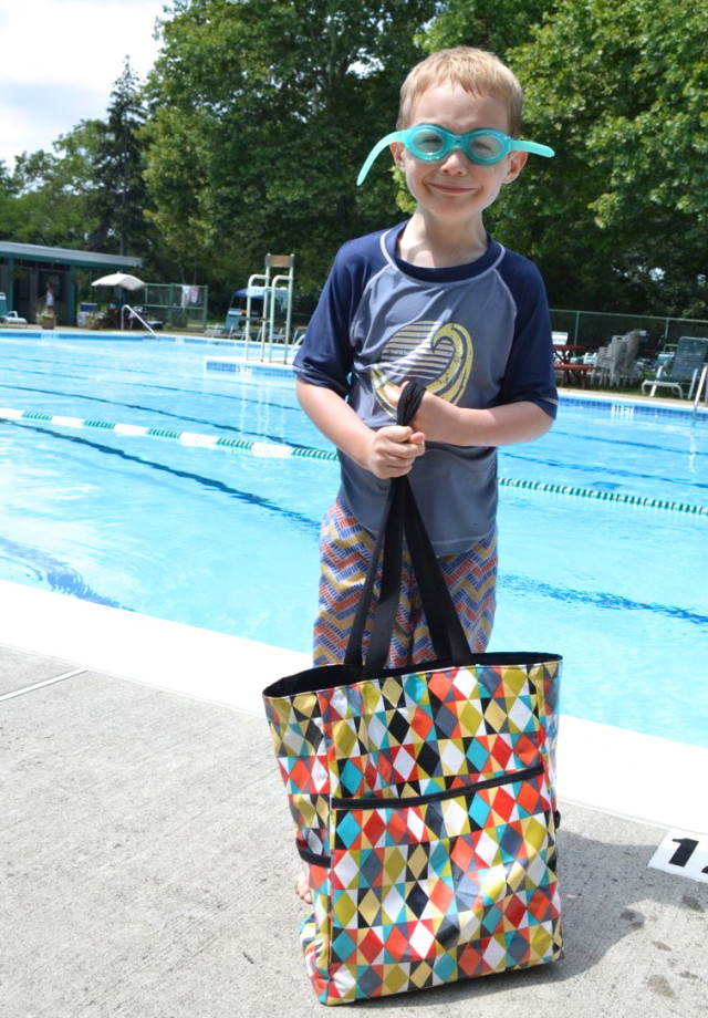 Great Tutorial   How to make the Perfect Pool Bag {and a giveaway}