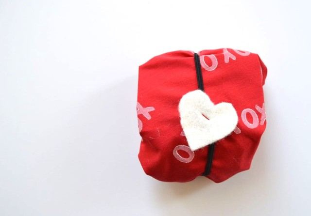 how to wrap a heart : a stamped fabric wrapping for all your valentines day goodness