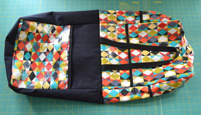 Great Tutorial | How to make the Perfect Pool Bag {and a giveaway}