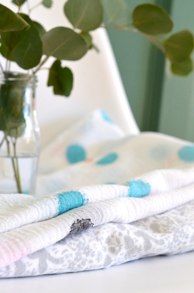 Hand-Painted Baby Blankets in bubble gauze // a happy stitch