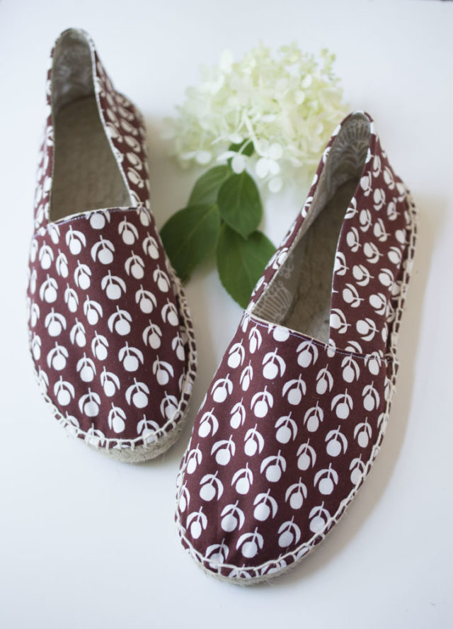 Make Your Own Espadrille Shoes || a happy stitch