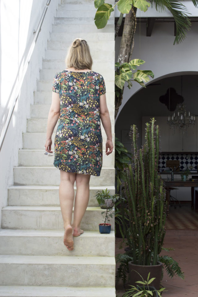 Georgia Dress Hack :: the All The Flowers version || a happy stitch