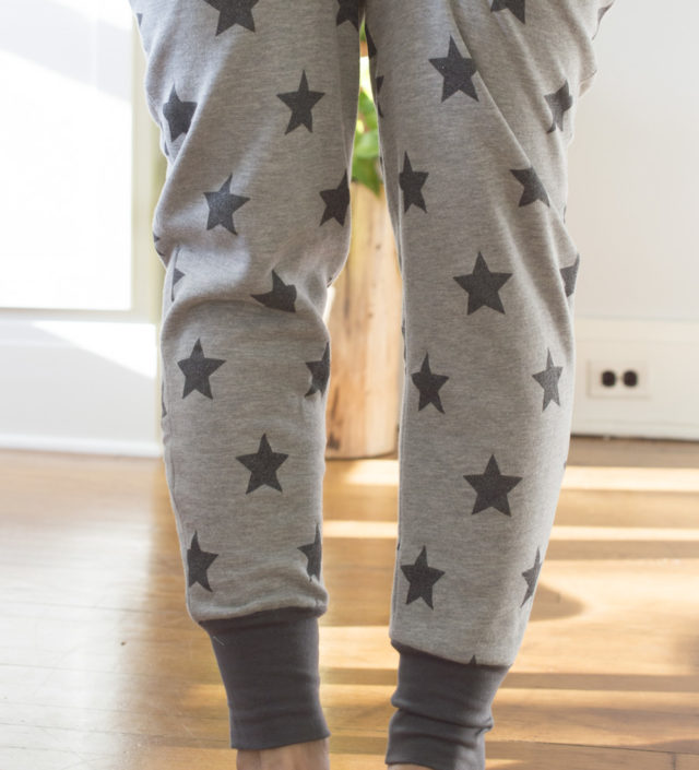 Beginner's Guide to Sewing with Knitted Fabrics :: Monsal Lounge Pants. || A HAPPY STITCH